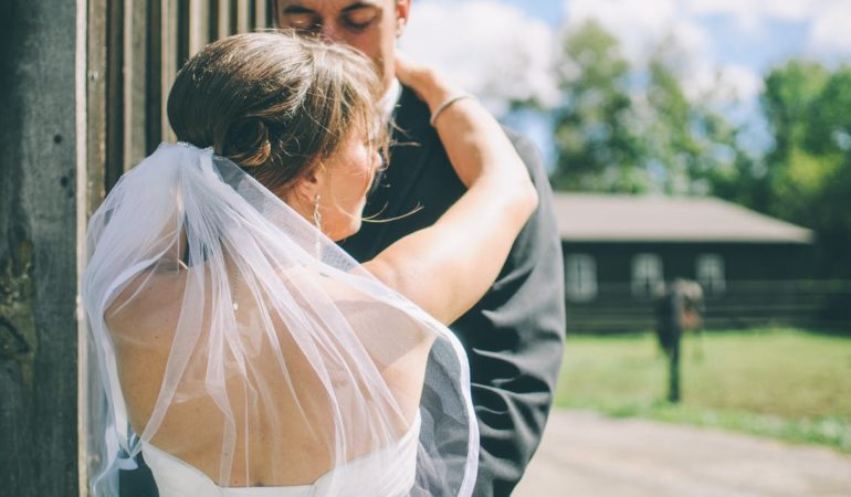 How Much Money Do You Need To Save For The Perfect Wedding?