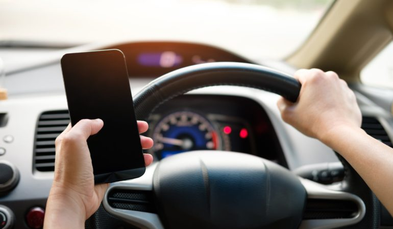 5 Ways To Avoid Getting a Distracted Driving Ticket