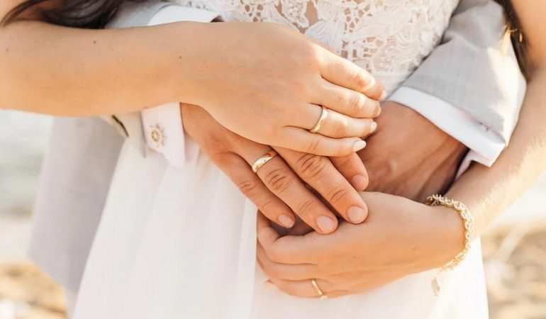 Tips for choosing the right wedding ring.